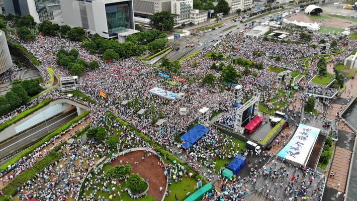 """香港举行""""反暴力救香港""""集会"""