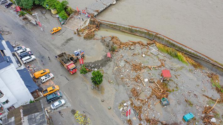 泥石流后 汶川水墨镇有序抢修