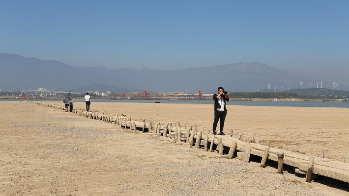 江西鄱阳湖底600年古桥露真容