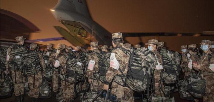 除夕夜 450名军医乘军机驰援武汉