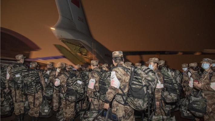 除夕夜 450名军医奔赴武汉