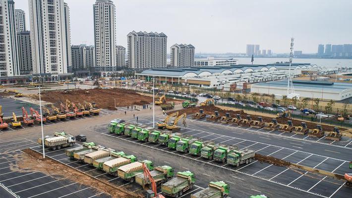 武汉雷神山医院加紧建设