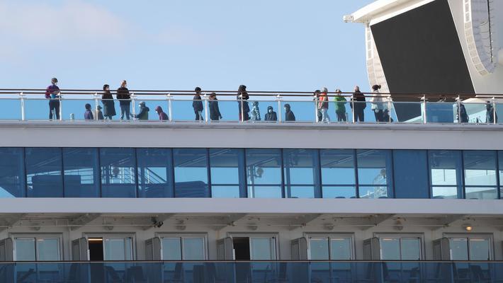 """""""钻石公主号""""500名乘客下船"""