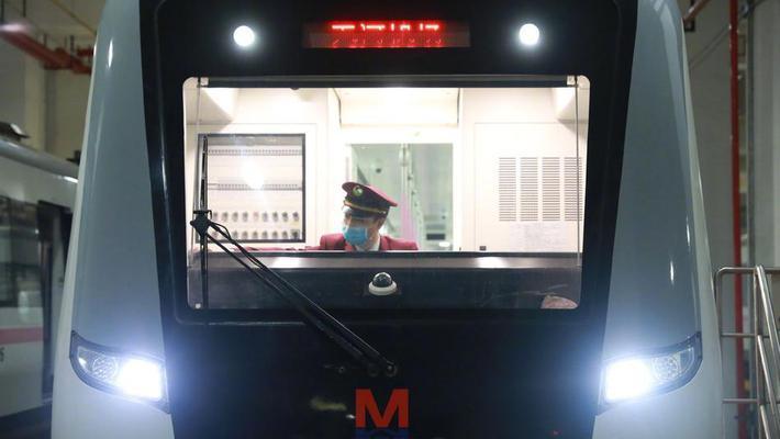 首班车来了!武汉地铁恢复运营
