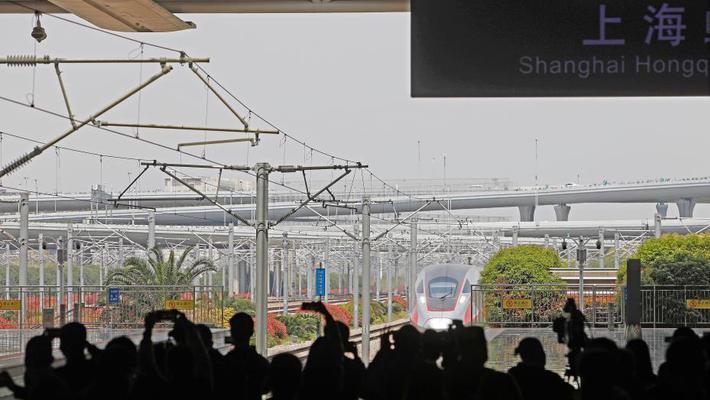 武汉解封后首班高铁抵达上海