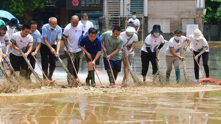 广西融水洪水消退清淤忙