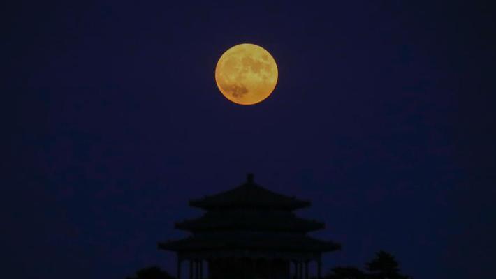 """""""十五的月亮十四圆""""现身夜空"""