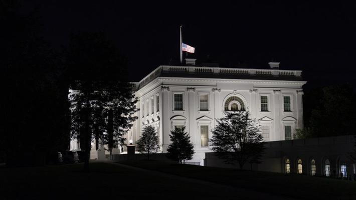 白宫降半旗哀悼金斯伯格