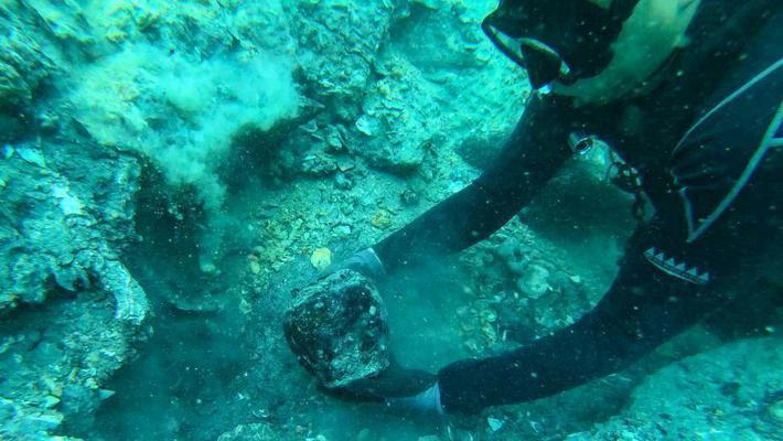 新加坡海底沉船内有大量中国古瓷器