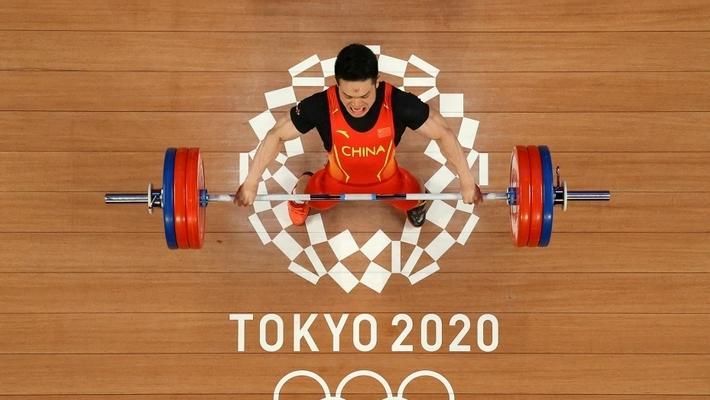 石智勇夺东京奥运男子举重73公斤级金牌