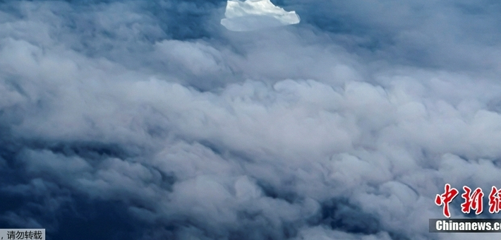 格陵兰岛冰山云层景观壮丽