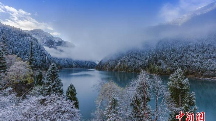 四川九寨沟秋意正浓 高海拔区域迎降雪