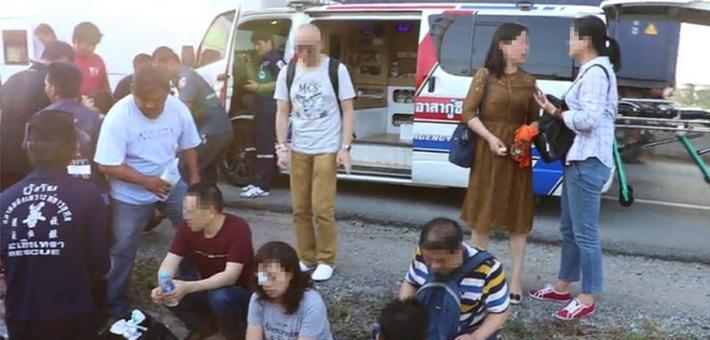 17中国游客在泰国出车祸 司机逃逸