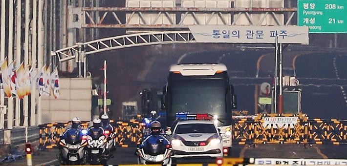 冬奥会朝鲜艺术团先遣队抵韩