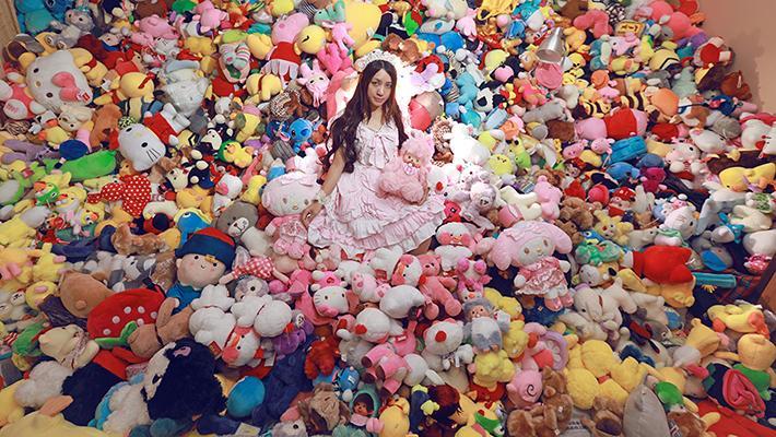 美女一年花4万抓近7千个娃娃