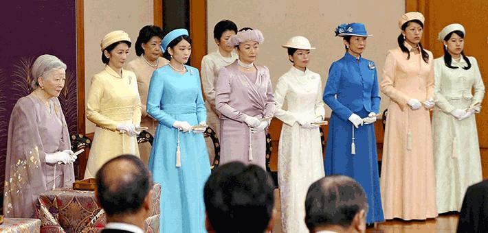 日本公主王妃盛装亮相新年读诗会