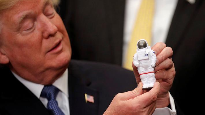 """政面:特朗普欲当""""太空领袖"""""""