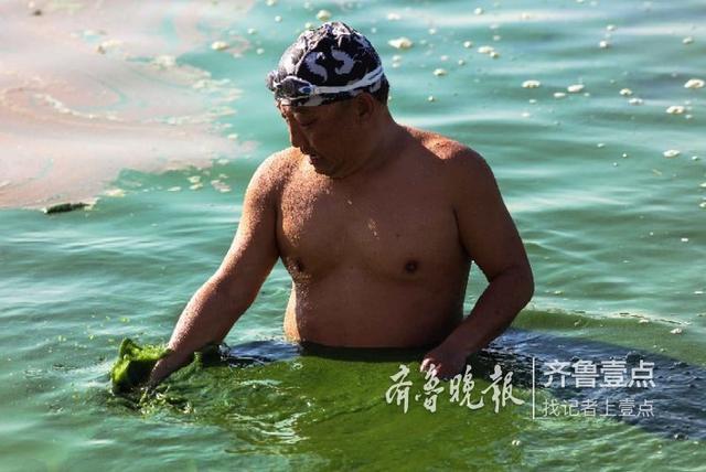 济宁连续两天降温,冬游爱好者来到京杭大运河济宁段水文站游泳。