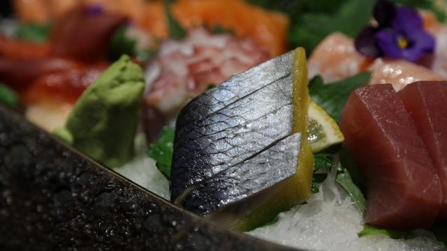 念平心气和,一味美佳食。鳍金枪鱼、三文鱼、锦绣刺身、深海银鳕鱼......念一和食,总能满足你的口腹之欲。(新浪山东)/鄢凯杰摄