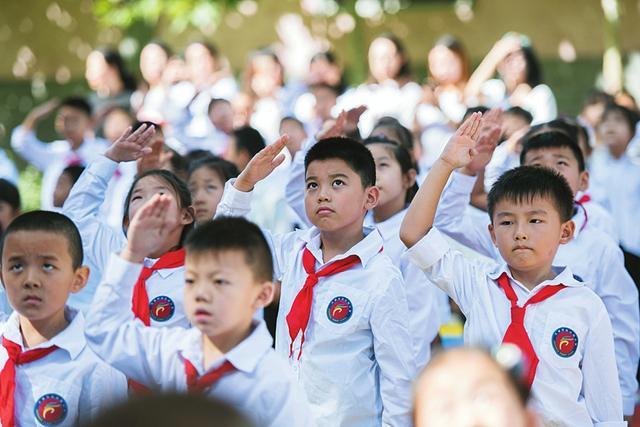 太原市后小河小学的同学们以昂扬向上的精神面貌迎接新学期的到来。