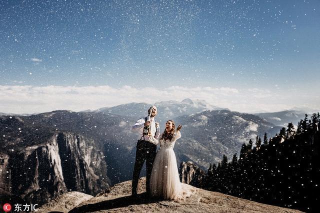 世界著名婚礼网站Junebug Weddings发布2017年最佳婚礼照片。经过业界专家小组的评审,这些婚礼照片从近9000幅参赛作品中脱颖而出,组成了2017年最佳婚礼照片。一起来欣赏下!
