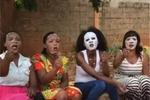 国产大妈_非洲大妈第一次用国产面膜,脸上的表情说明了一切!