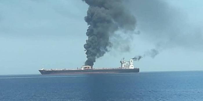 兩艘油輪在中東阿曼灣遭襲擊爆炸 油價一度上漲4%