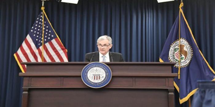 美聯儲少數服從多數強降息 鮑威爾否認負利率可行性