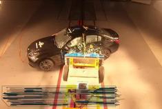 宝马3系海外版碰撞成绩公开主打运动性的它碰撞后如何?