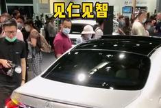 宝马5系VS奔驰E级中期改款谁更强?