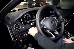 奔驰S级2017款车内功能演示,内饰用过S级后就上瘾了,十分豪华