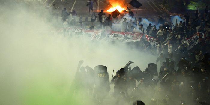 """印尼騷亂示威者打出""""反華""""標語 中使館發文提醒"""