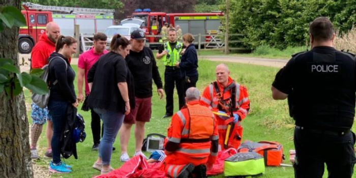英國6歲男孩從過山車墜下 目擊者稱沒系好安全帶