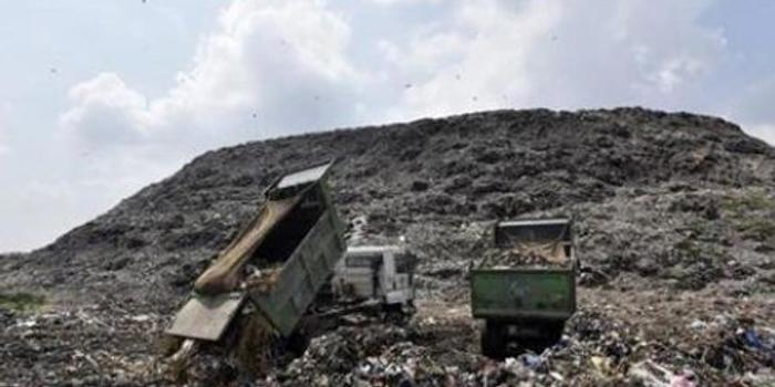印度首都垃圾山高度直逼泰姬陵 附近居民總生病