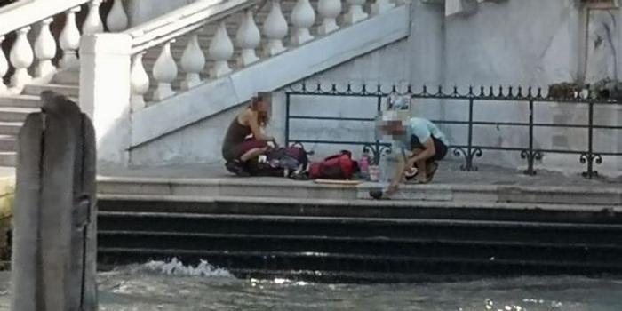 兩人在威尼斯橋上煮咖啡被罰950歐元 還被趕出城
