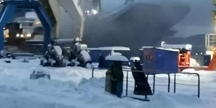 俄唯一現役航母起火致10傷 所有工人都已經撤離