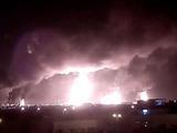 以战机夜袭摧毁伊朗军火库 引发大爆炸现场浓烟滚滚