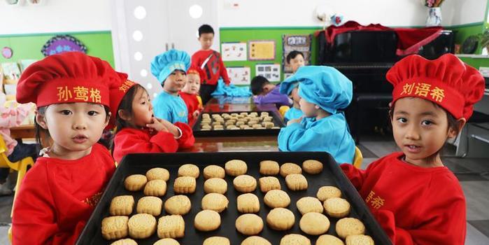 yabo鸭脖:唐山冯润:体验月饼制作 弘扬传统文化