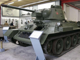 美国人真会玩儿?开着坦克逛动物园,还飙车,坦克真被玩坏了