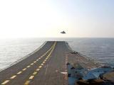 光辉LCA上舰起降!跟歼-15这种重型机比 轻型机差在哪?