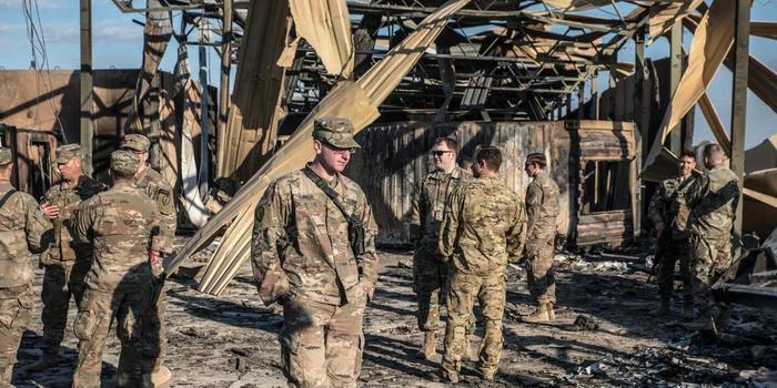 美军躲避伊朗导弹袭击细节曝光:士兵被冲击波震飞