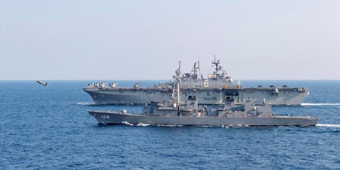 美航母感染后 准航母又带着日本军舰在东海演习(图)