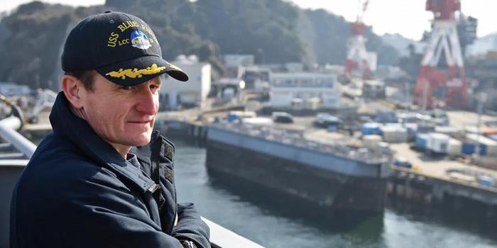 美海军高层欲让被解职航母舰长复职防长:我考虑下