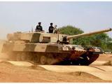 火力超99A?印度坦克成功发射导弹 号称3千米内弹无虚发