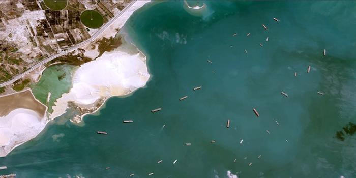 航拍蘇伊士運河369艘船隻堵船畫面畫面震撼_財經新聞- 潤達新聞網