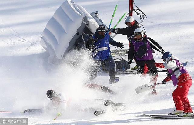 2018年2月13日,韩国,2018平昌冬奥会高山滑雪男子全能,奥地利选手Matthias Mayer撞向媒体人员。