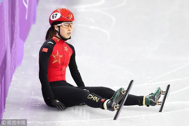 北京时间2月13日,2018平昌冬奥会短道速滑女子500米半决赛,中国选手范可新、曲春雨双双被判犯规,无缘决赛。