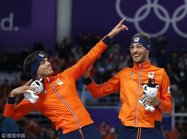 2月13日晚,平昌冬奥会速度滑冰男子1500米决赛,荷兰选手努斯获得金牌,另外一名选手鲁斯特获得银牌,韩国选手金敏锡获得铜牌。