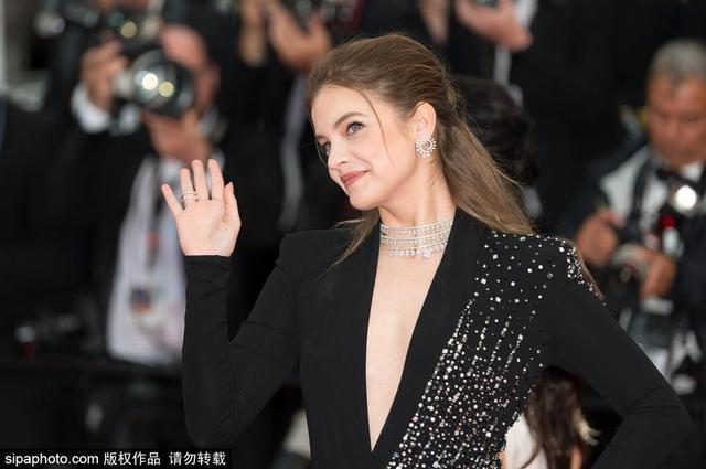当地时间2018年5月16日,法国戛纳,第71届戛纳电影节,韩国电影《燃烧》首映红毯。