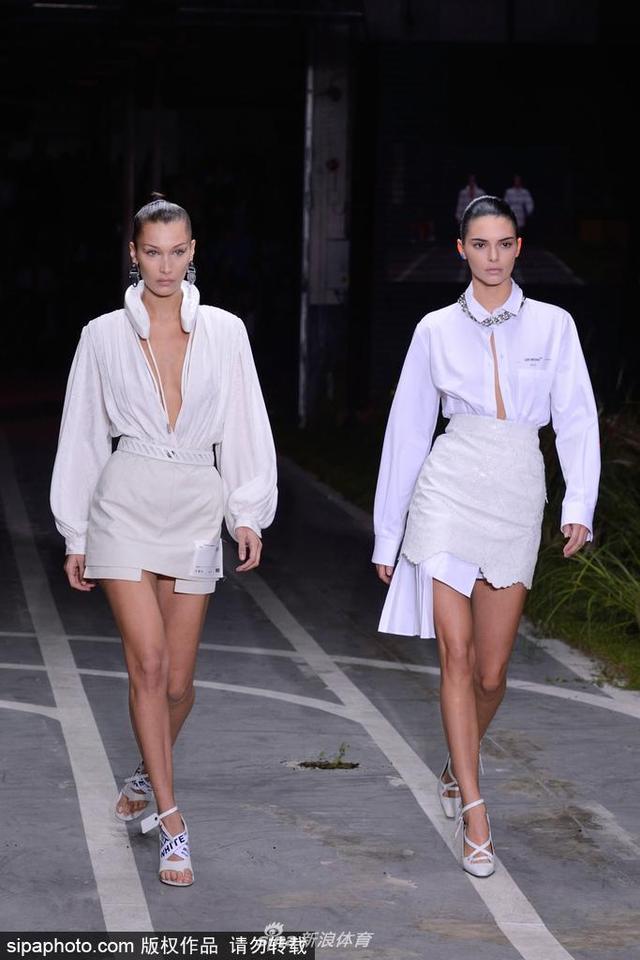 当地时间2018年9月27日,法国巴黎,2019巴黎时装周春夏:Off White品牌秀场。超模贝拉·哈迪德(Bella Hadid)与肯达尔·詹娜(Kendall Jenner)霸气开场。
